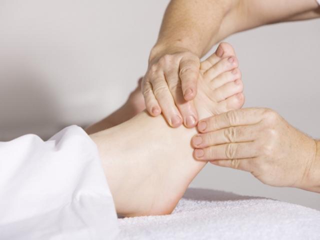 Jambes lourdes, chevilles gonflées et parfois douloureuses : votre ostéopathe vous accompagne